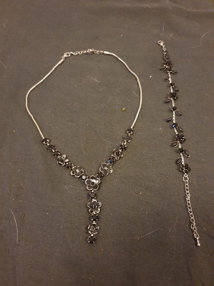 Collier + bracelet  10 Carpentras (84)