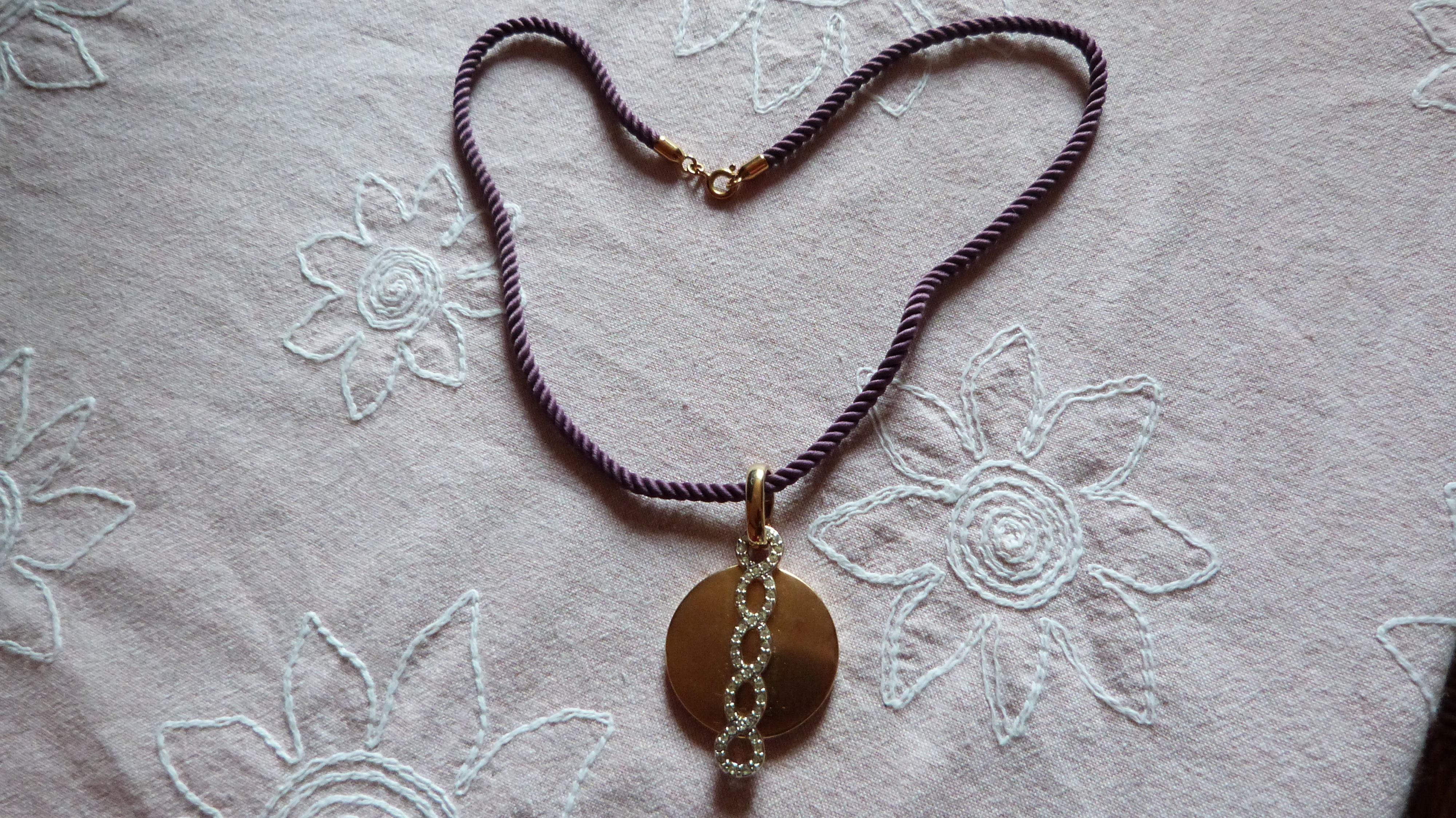 Collier cordon pendentif dore strass 4 Écuisses (71)