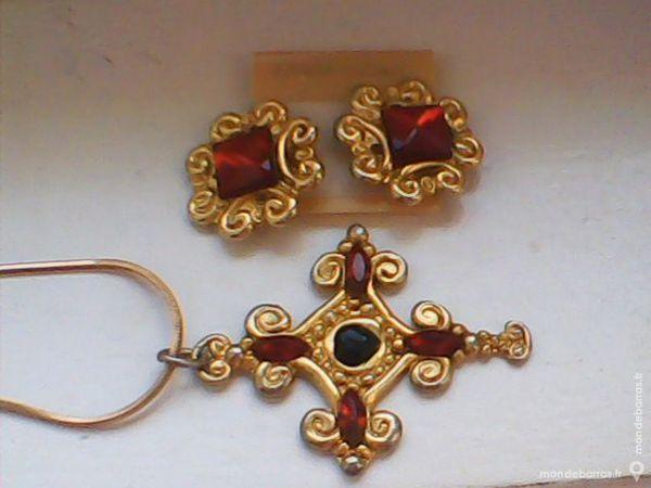 Collier croix stylisée pierre +boucles assortis 15 Yutz (57)