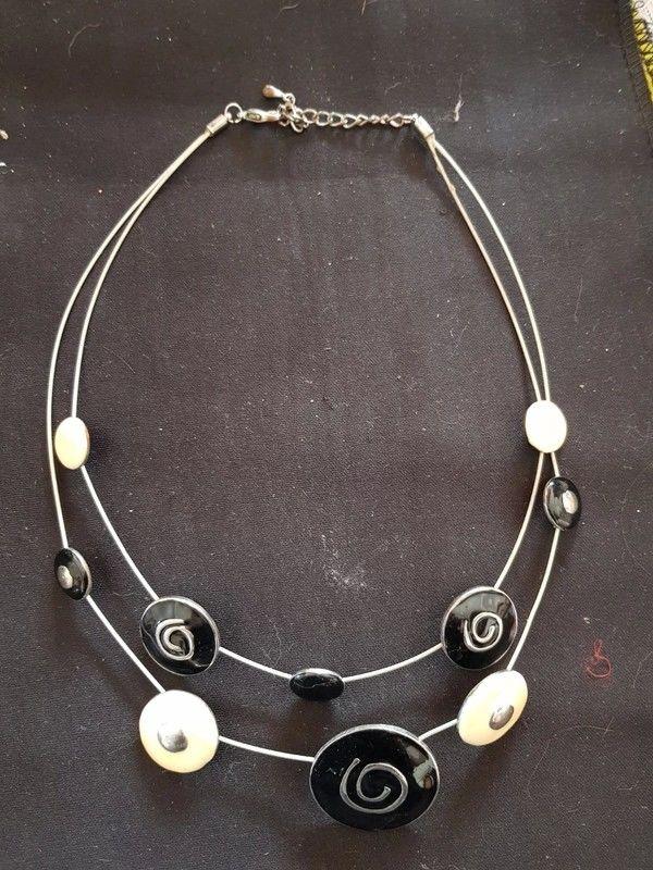 Collier fils d acier noir et blanc tres bon etat 50 cm 4 e 4 Viriat (01)