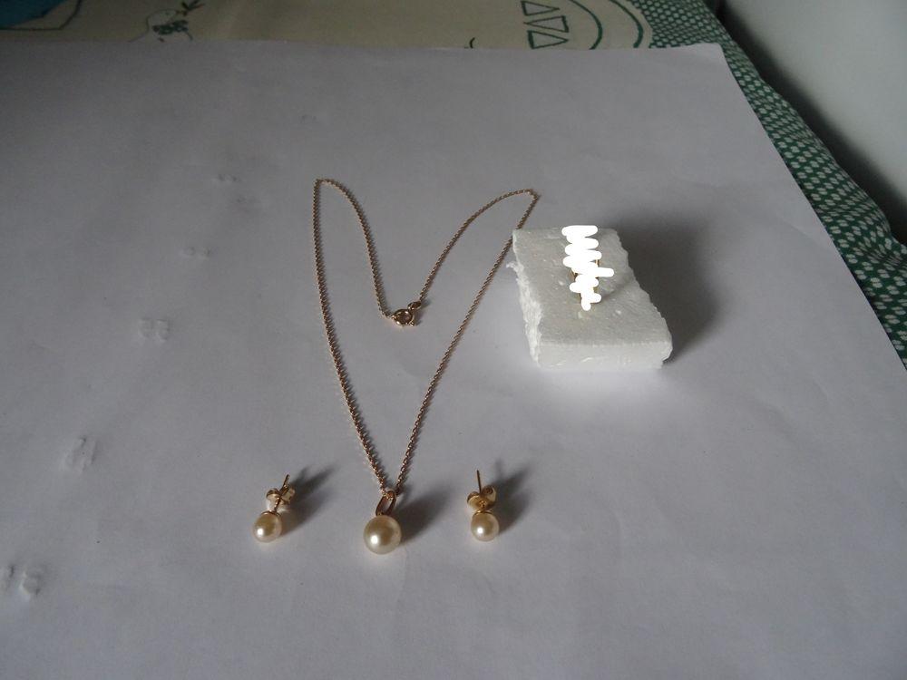 collier  pendentif  boucles d'oreille  1 Merville (59)