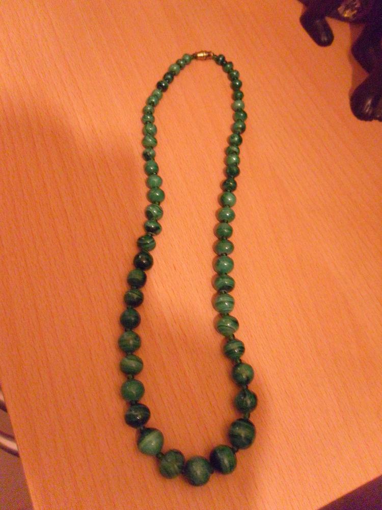 Collier de perles d'Emeraude-Malachite P.Etat 125 Neuville-de-Poitou (86)