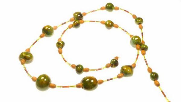 Collier en perles de verre 8 Montargis (45)