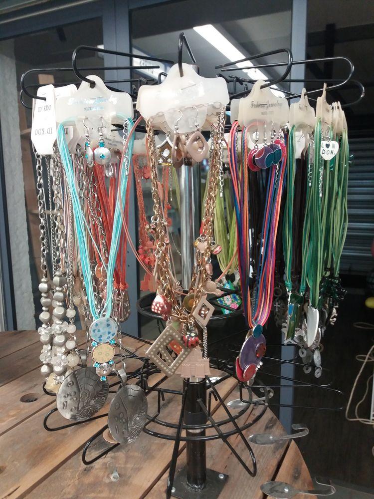 Lot colliers  fantaisie  de qualité  55 Argelès-sur-Mer (66)