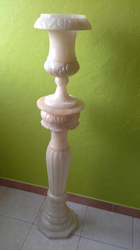 colonne et vase  en albatre 70 Laroque (34)