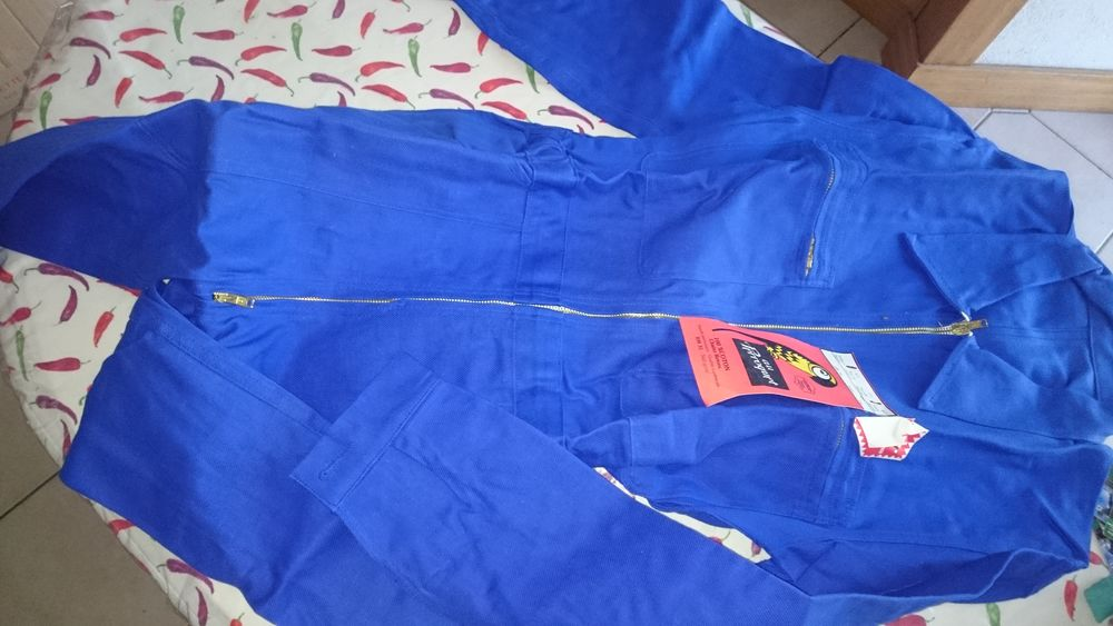 1 combinaison bleue de travail  12 Tournan-en-Brie (77)