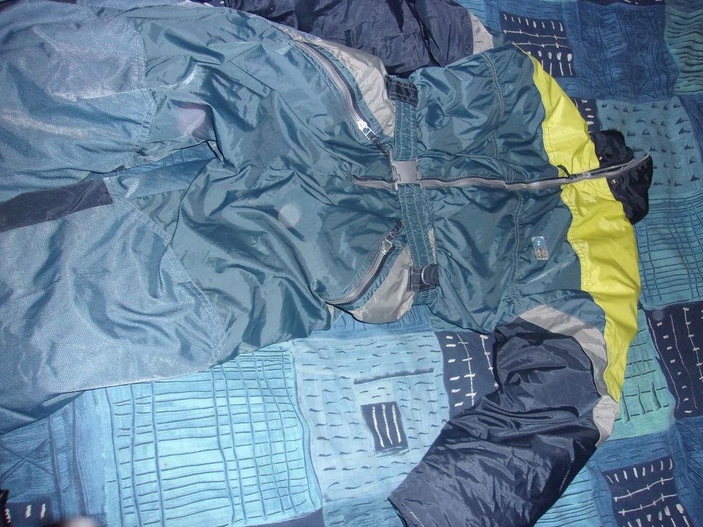 Combinaison de ski enfant 10 ans, quasi neuve, peu portée 20 Villars-les-Dombes (01)