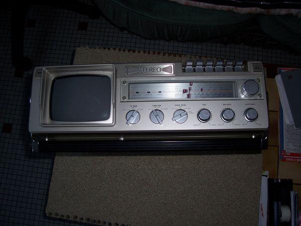 COMBINE RADIO CASSETTE TELEVISION  60 Soullans (85)