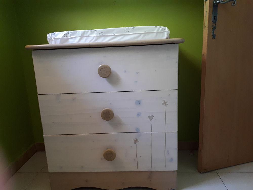 commodes occasion carpentras 84 annonces achat et vente de commodes paruvendu mondebarras. Black Bedroom Furniture Sets. Home Design Ideas