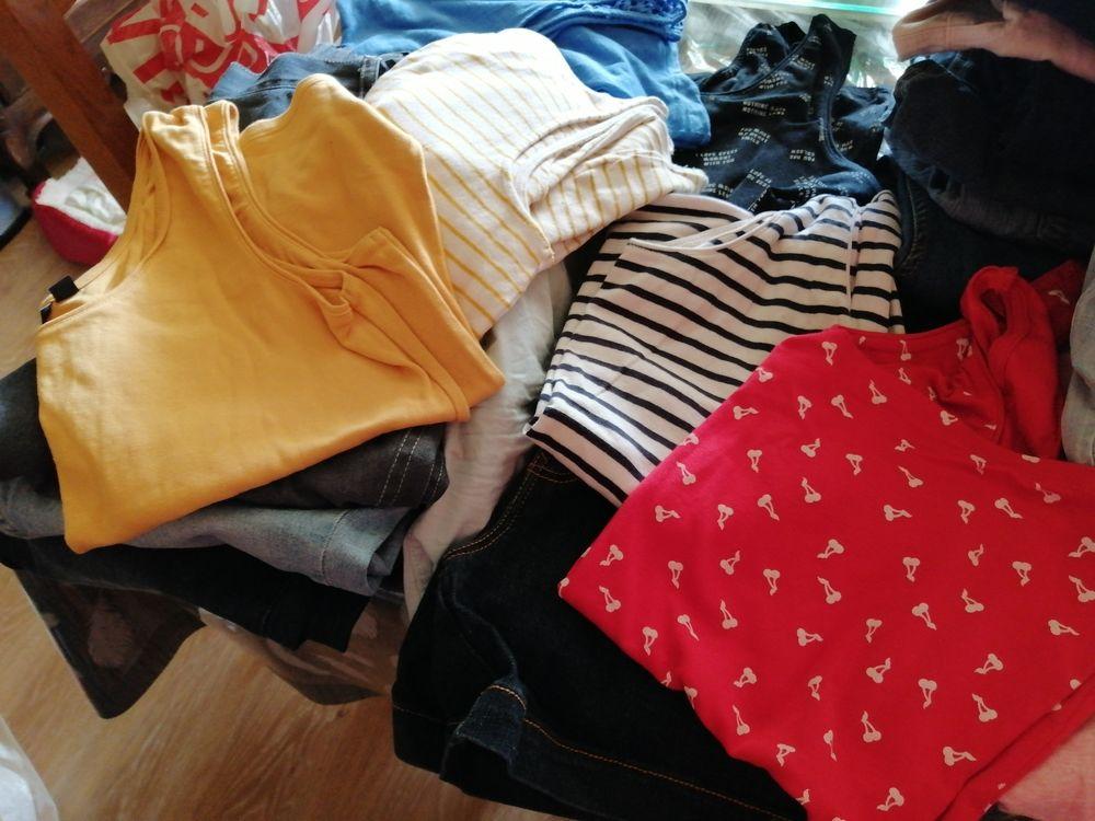 1 lot comprenant 23 vêtements femme du 42 au 46  90 Châtellerault (86)