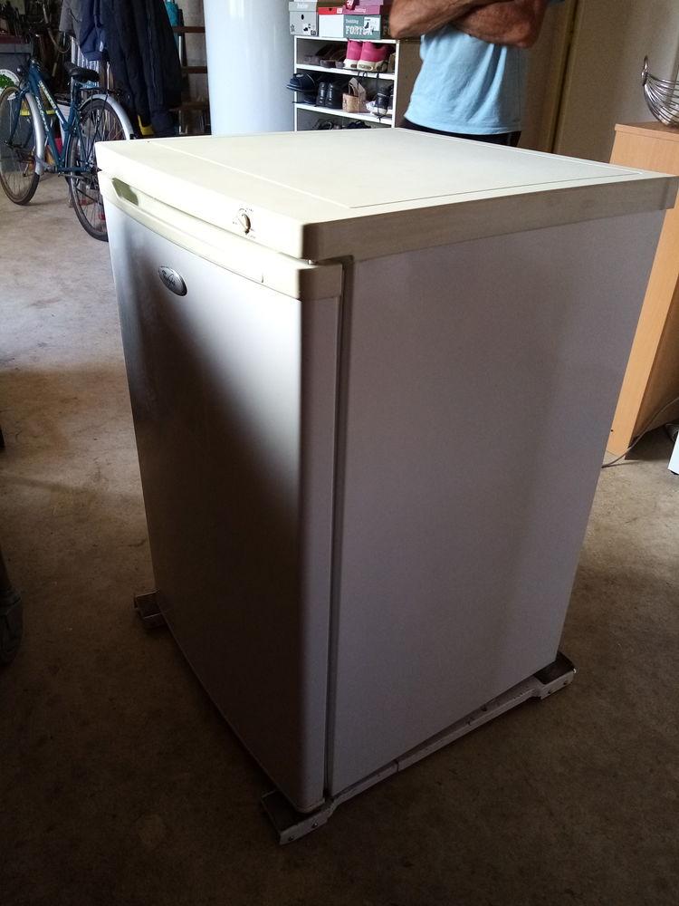 un congelateur à tiroir 100 litres 80 Saint-Genis-sur-Menthon (01)