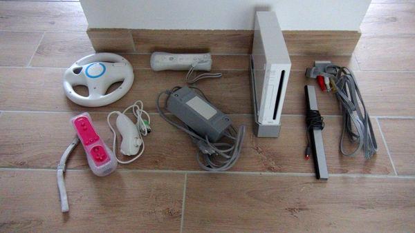 Console Wii + accessoires + jeux 100 Thouaré-sur-Loire (44)