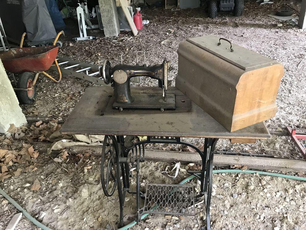 Console ancienne, machine à coudre 80 Irigny (69)