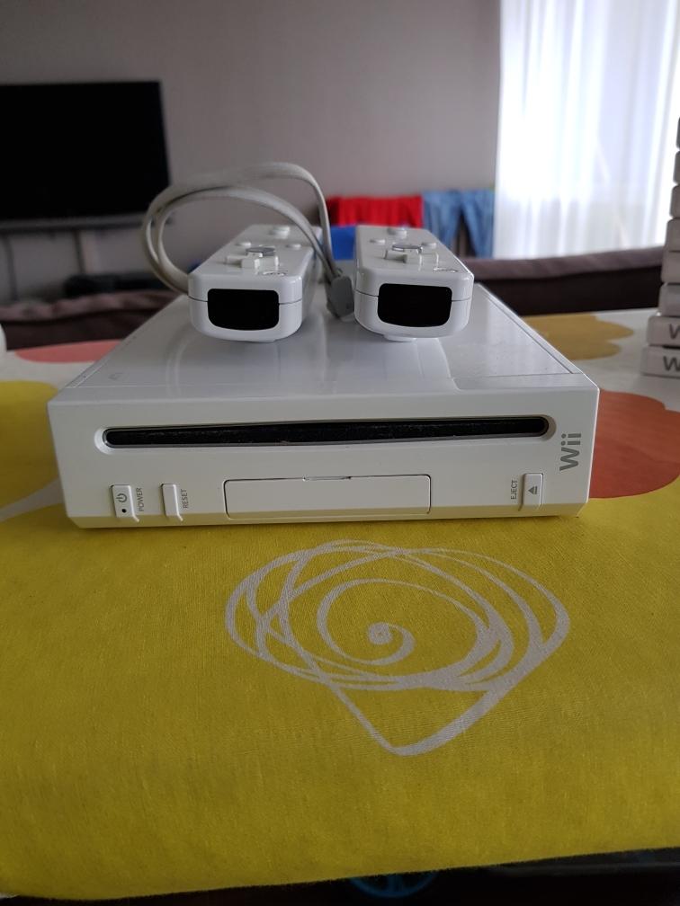 Console Wii avec accessoires 80 Les Mureaux (78)