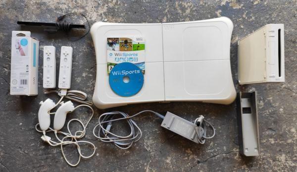console wi avec tapis de danse,manette ,jeu ,disque externe  150 Vernouillet (78)
