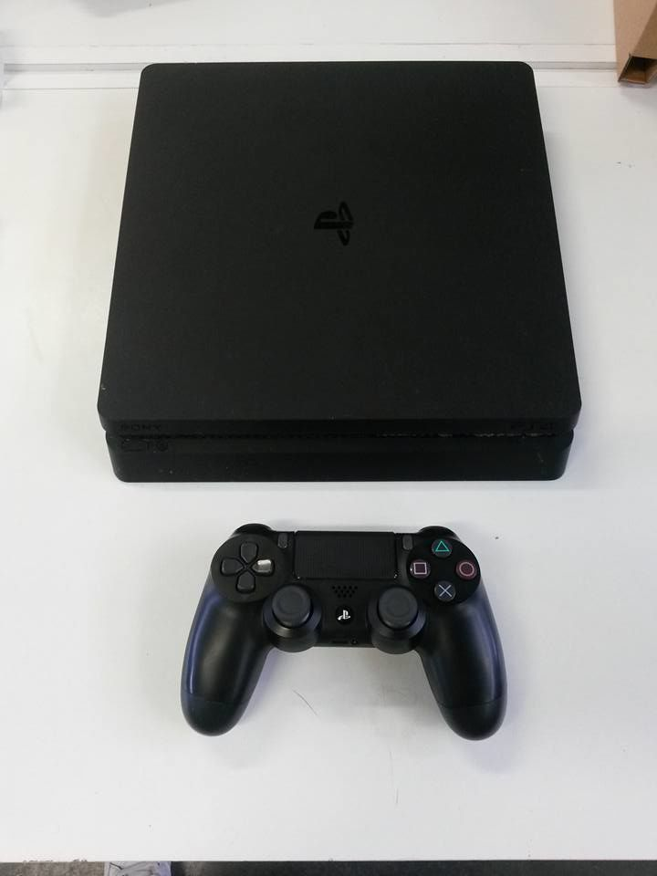 Console PS4 Playstation 4 SLIM 500 GB - 1 manette  220 Montmagny (95)