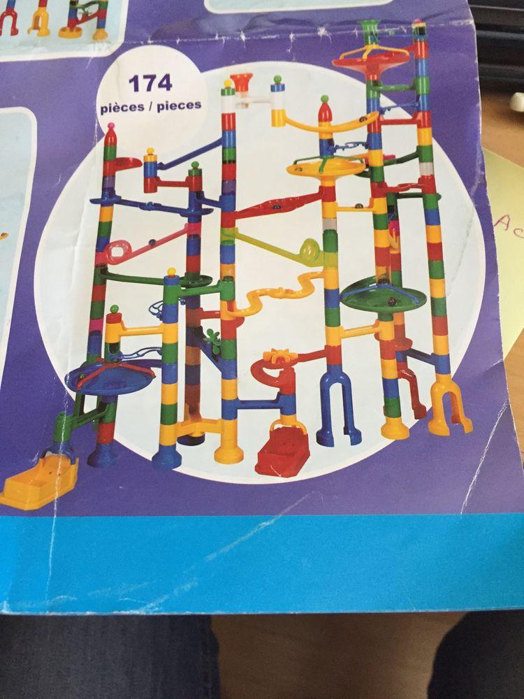 jeu de construction en plastique   Le parcours infernal  15 Pontcarré (77)