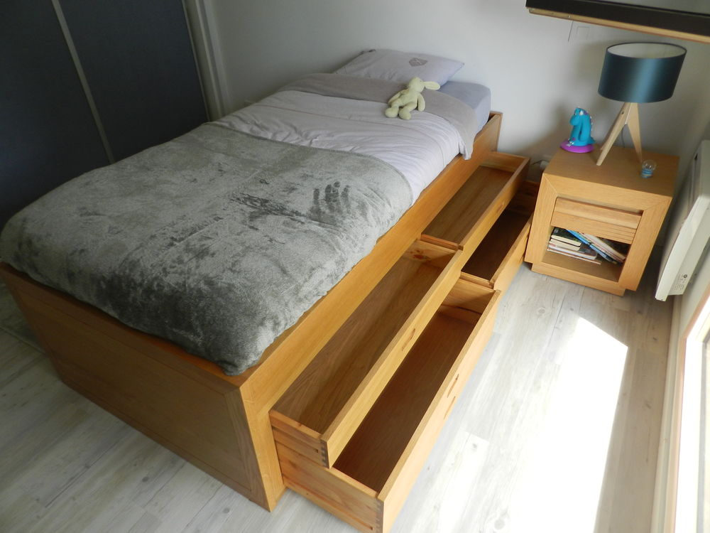Lit contemporain en chêne avec tiroirs de rangement 250 Massongy (74)