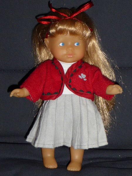 Corolle Mini corolline blonde collège 12 Rueil-Malmaison (92)