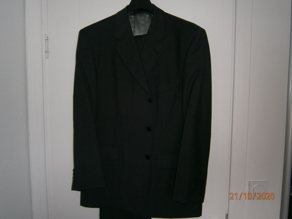 Costume homme marque YVES ST LAURENT  55 Bourges (18)