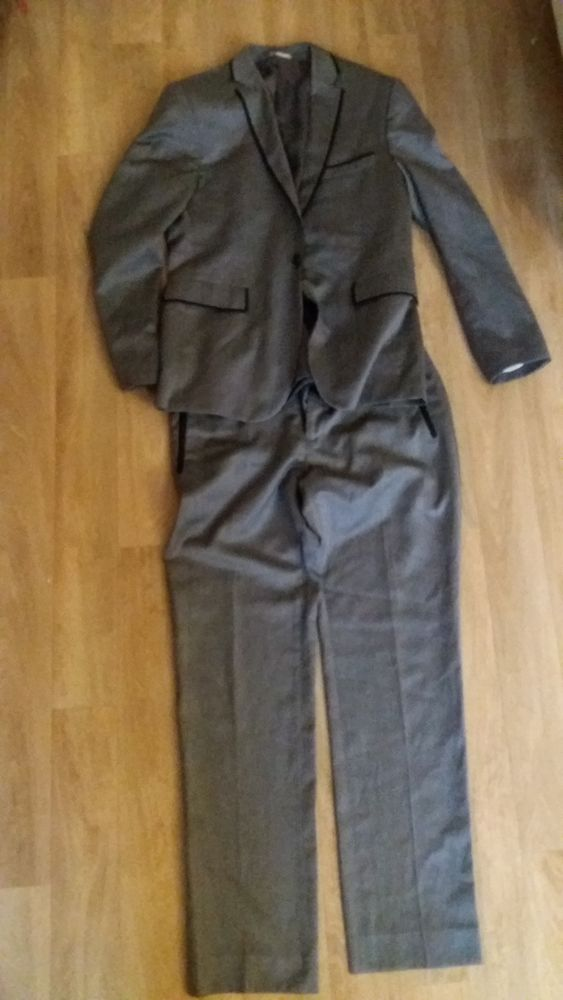 Costume taille 42 100 Montreuil (93)