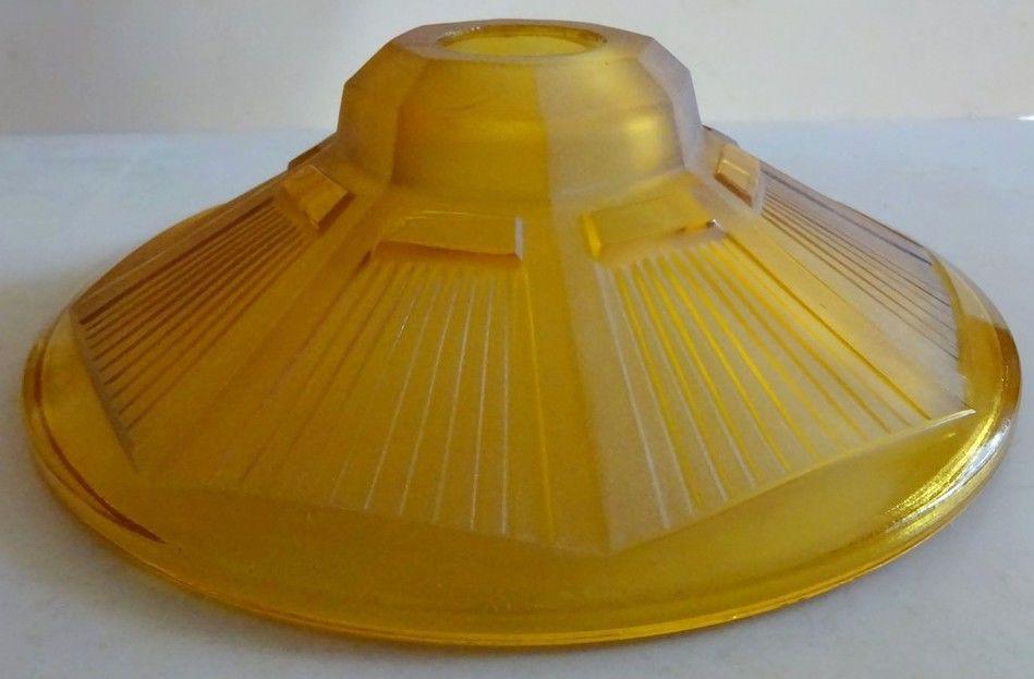 Coupelle de lustre Art-Déco en verre pressé   miel    15 Mondragon (84)
