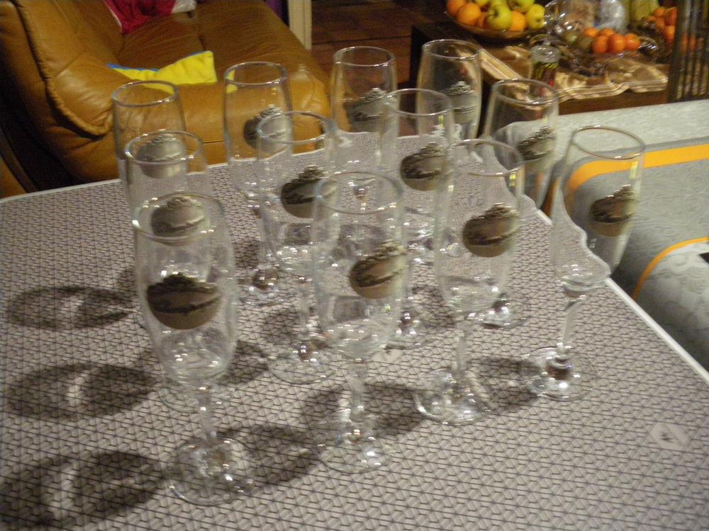12 coupes a champagne en verre et étain 15 Calès (46)