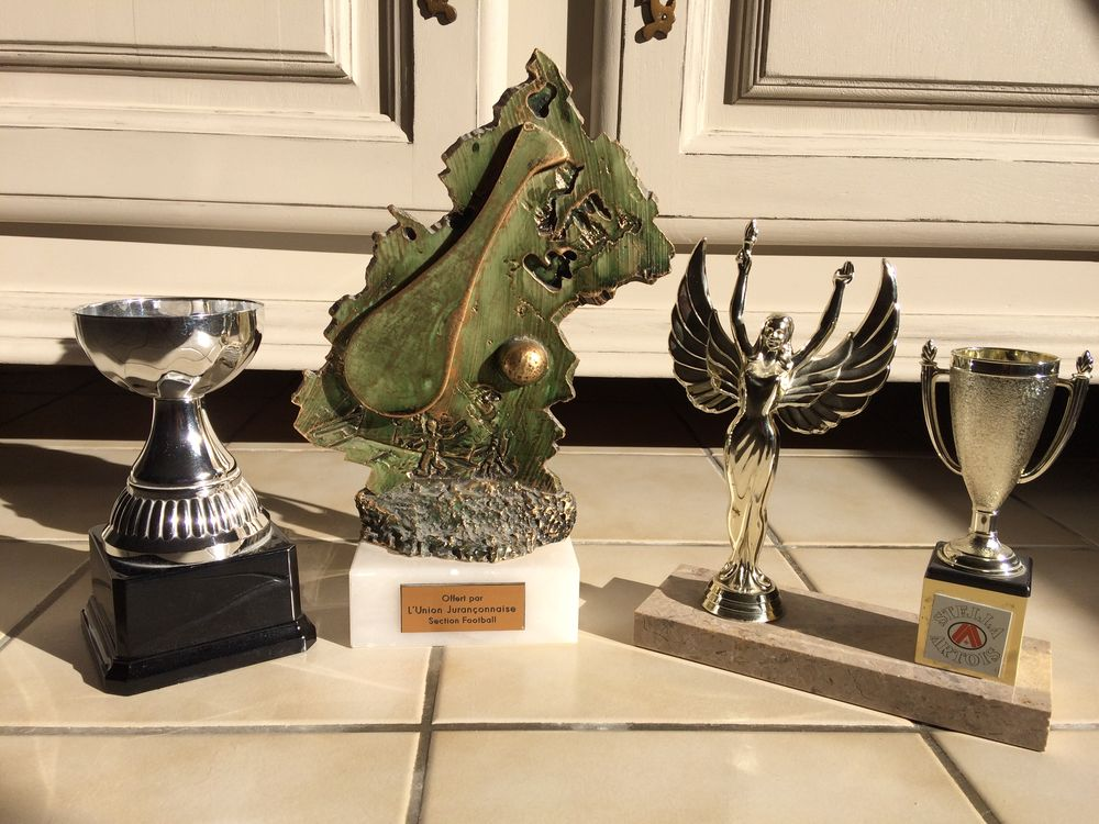 Lot de 2 coupes et 1 trophée 10 Jurançon (64)