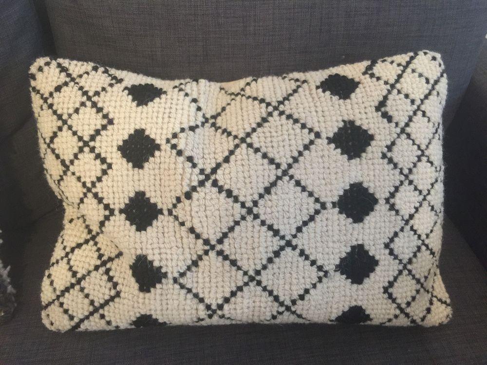 Coussin noir et blanc style berbère  30 Meyzieu (69)
