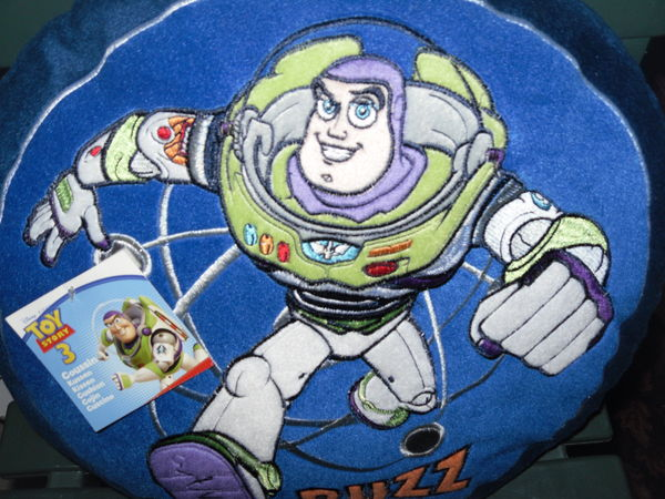 Coussin Velours Disney  Buzz  de Toy Story Neuf  7 Neuville-de-Poitou (86)
