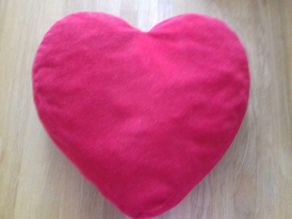 Lot de 4 coussins rouges en forme de coeur 15 Saint-Witz (95)