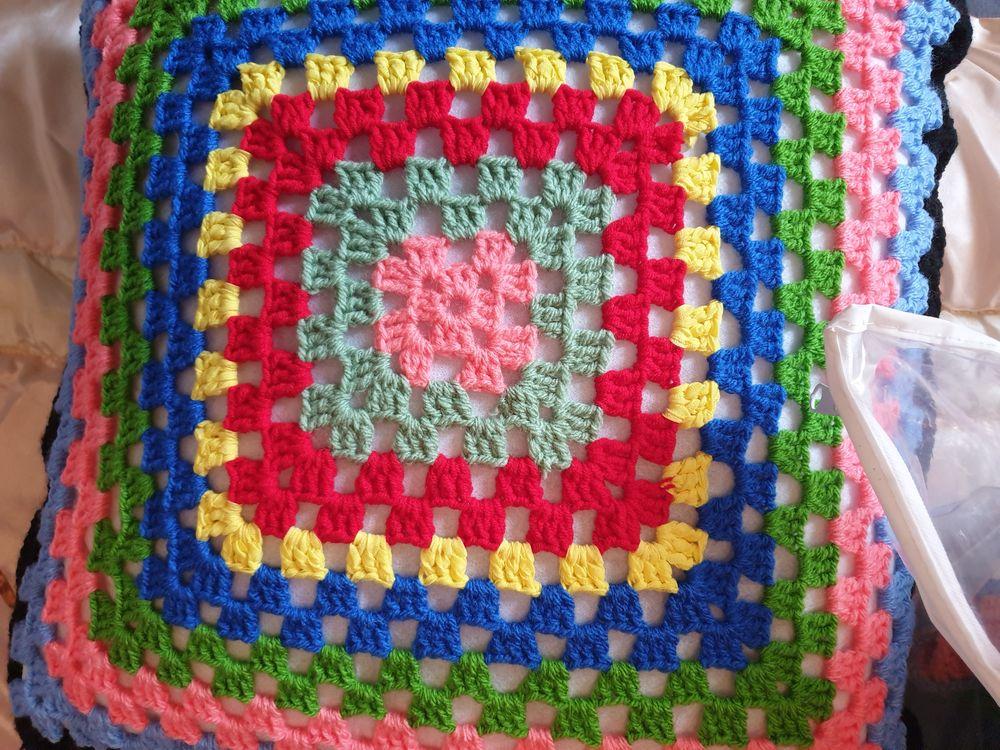 des coussins et tapis fait au crochets multicolores 7 Saint-Pée-sur-Nivelle (64)