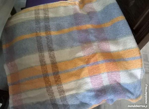 Couverture en laine vintage 10 La Regrippière (44)