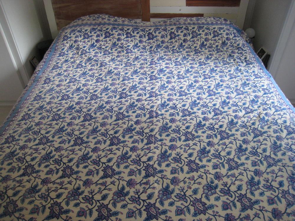 Couvre lit bleu ouatiné motifs cashmere 40 La Teste-de-Buch (33)