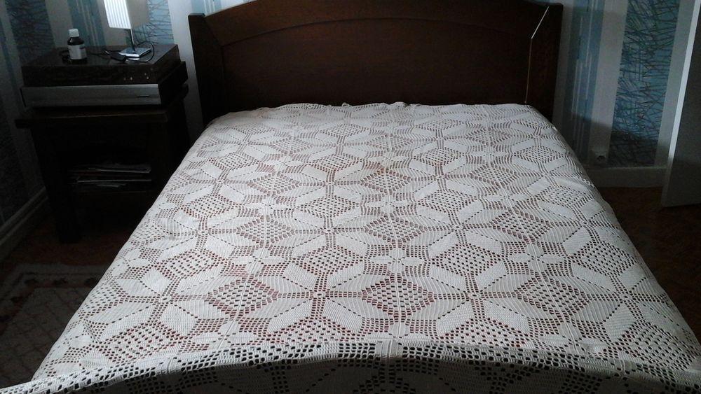 Couvre-lits au crochet fait main. 50 Courchelettes (59)