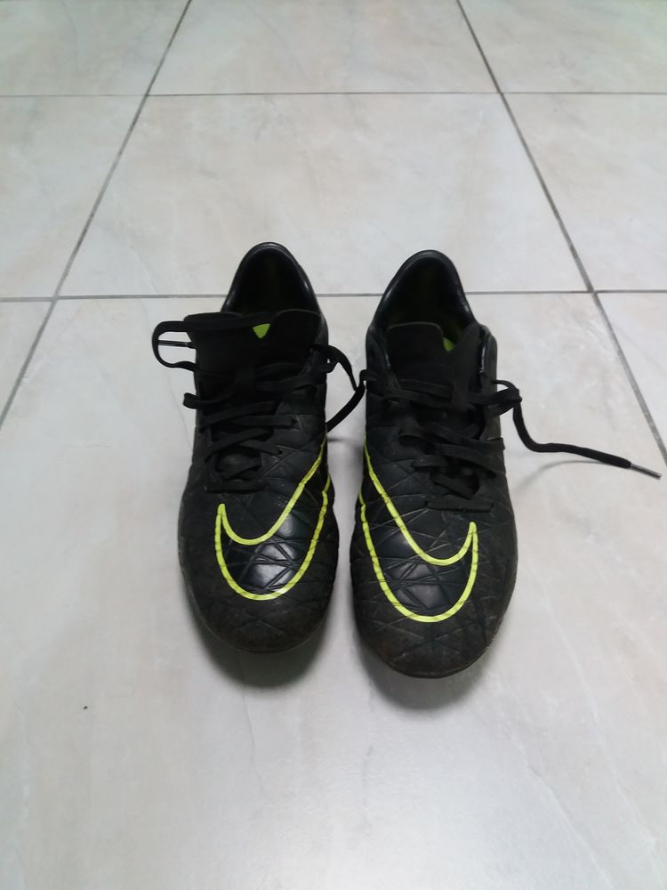 Crampons de foot NIKE TAILLE 40 30 Arveyres (33)