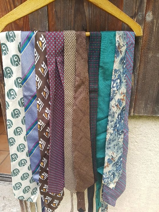 Lot de 20 cravates vintage, de qualité, certaines en soie. 20 Aix-les-Bains (73)