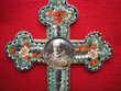 Croix en laiton et micro-mosaïque.