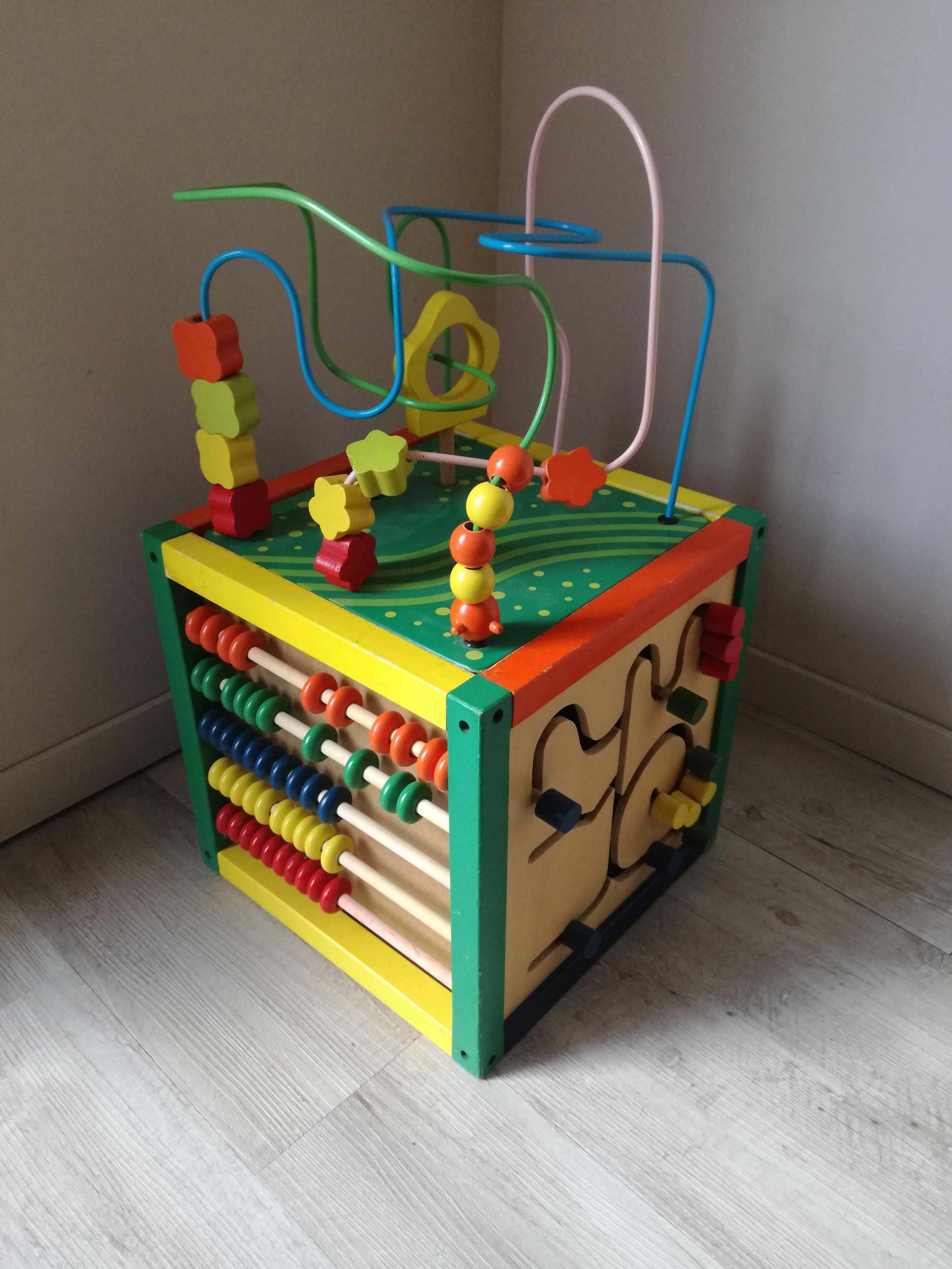 Cube de jeux en bois. 10 Les Clouzeaux (85)