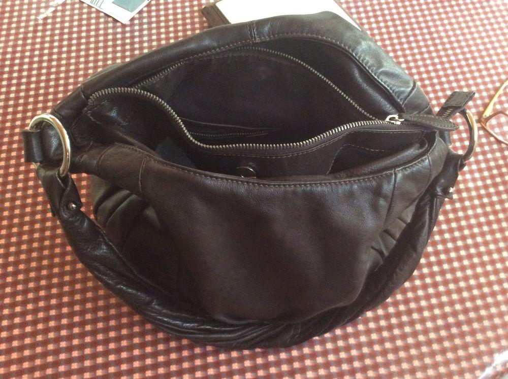 sac cuir bandoulière de couleur marron foncé  100 Montreuil (93)