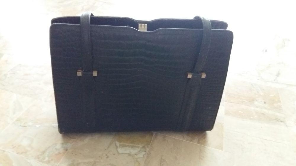 sac cuir bon etat noir  80 Lozanne (69)
