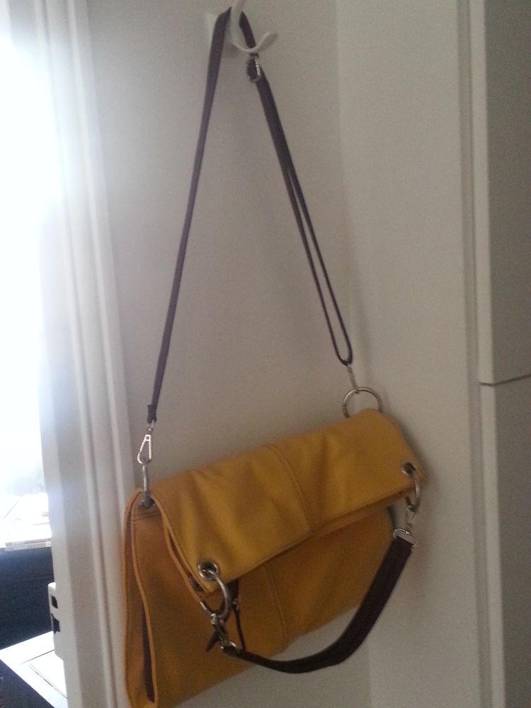 Sac en cuir jaune acheté sur un marché à Florence (Italie) 40 Paris 15 (75)