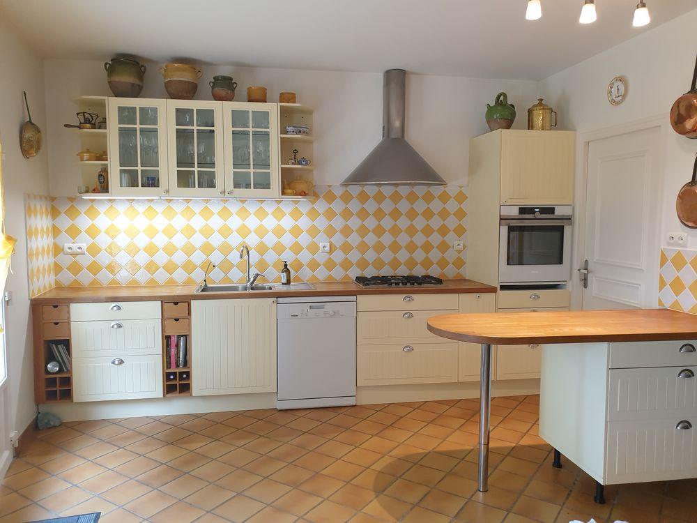Cuisine jaune paille 1200 Saint-Genès-de-Blaye (33)