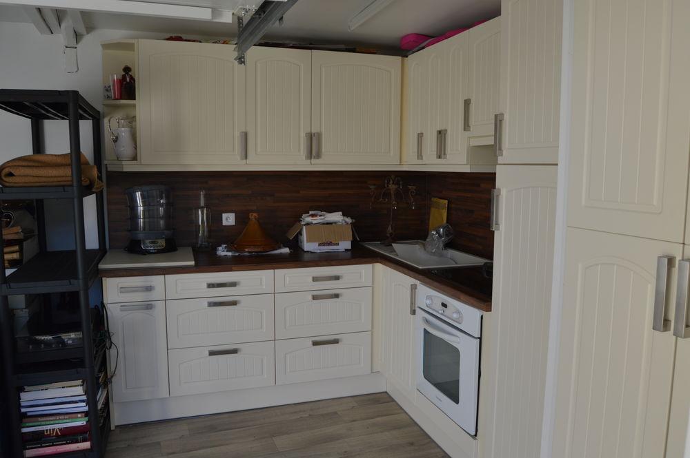 meubles de cuisine occasion dans le lot 46 annonces achat et vente de meubles de cuisine. Black Bedroom Furniture Sets. Home Design Ideas