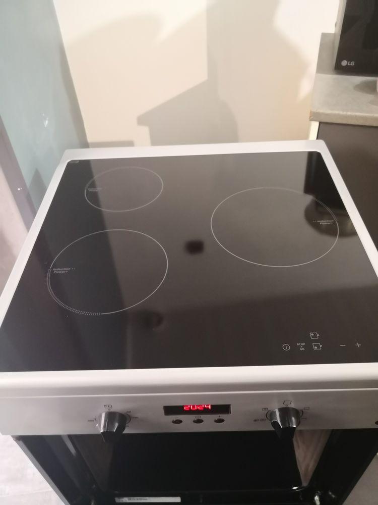 cuisiniere à induction 3 plaques. 280 Saint-Denis (93)