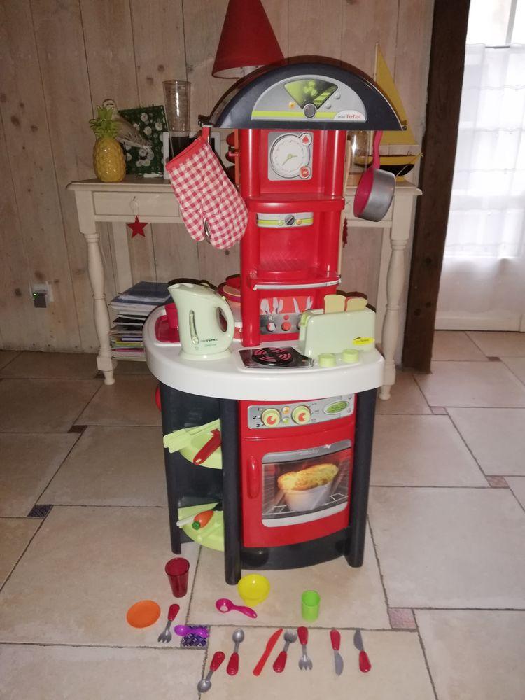 Cuisinière et ustensiles  45 Les Bordes (36)