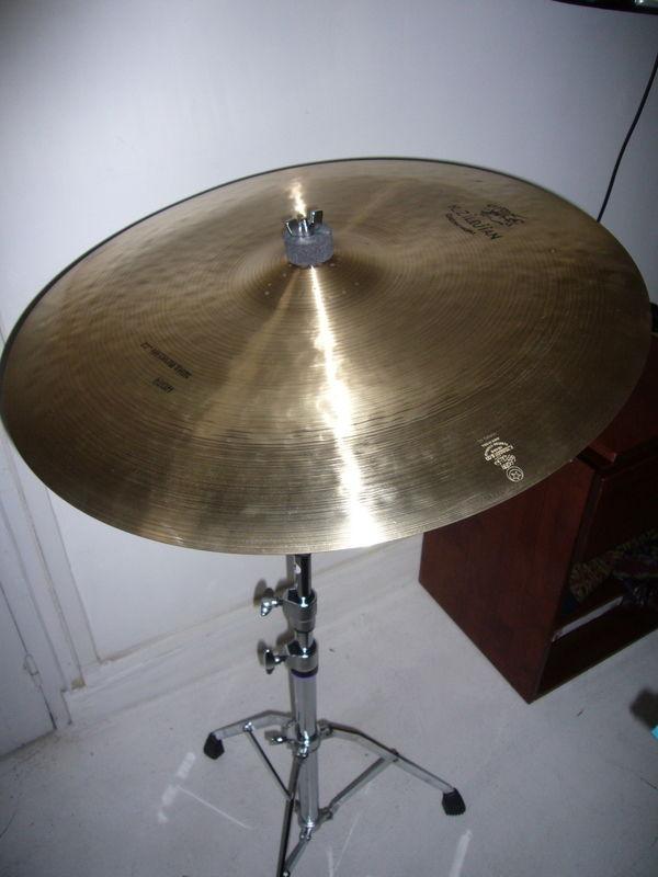 Cymbale k constantinople medium thin high 22  390 Paris 17 (75)