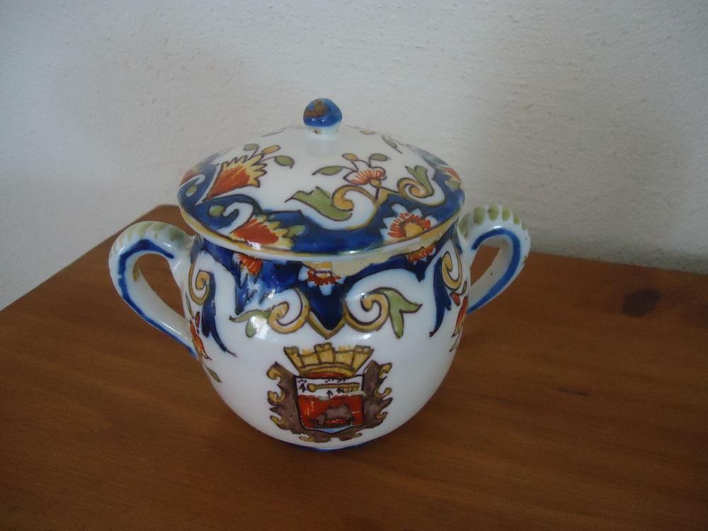 Pot décoré avec couvercle 6 Doué-la-Fontaine (49)