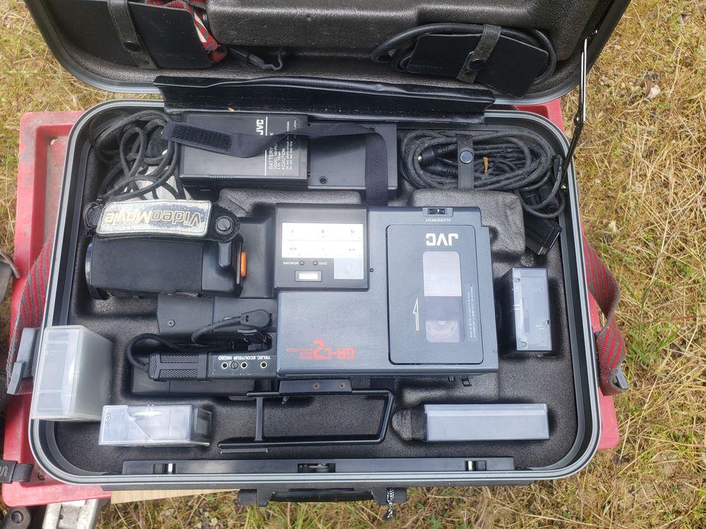 Deux belles caméras 16 mm.