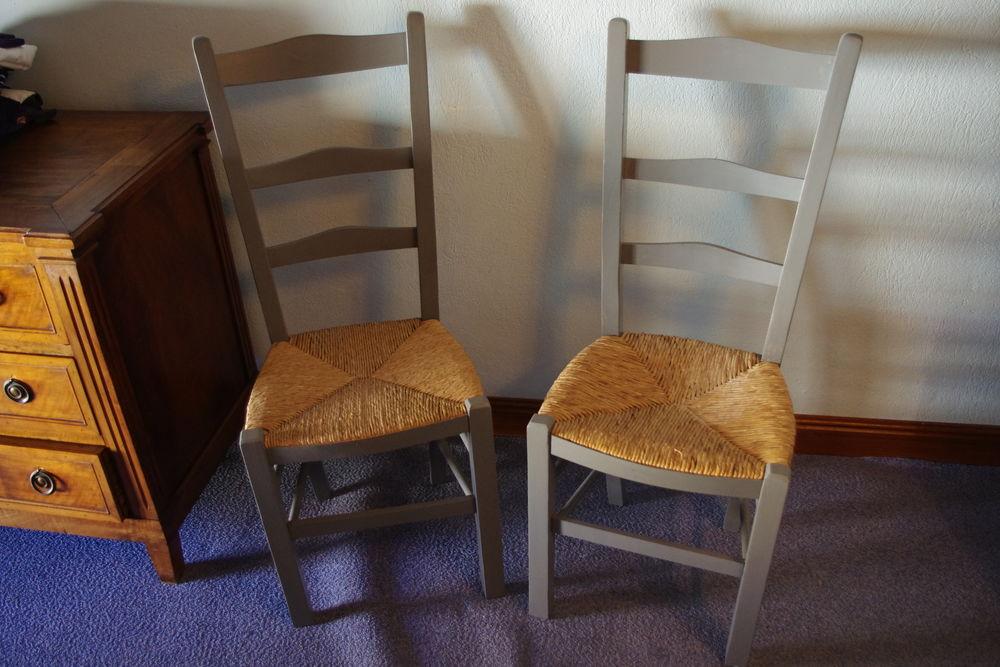 Deux chaises rustiques repeintes 40 Jonquières (84)